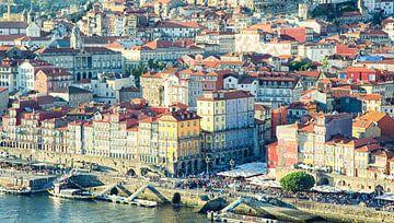 Zicht op Ribeira, Porto van Karin Mooren