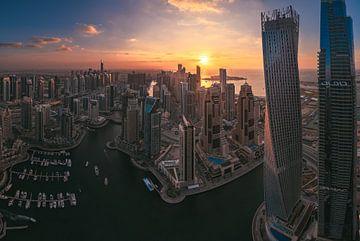 Panorama de la Marina de Dubaï au coucher du soleil sur Jean Claude Castor