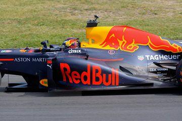 Max Verstappen close in action at circuit Zandvoort sur Remco Van Daalen