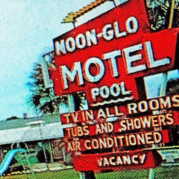 Noon-Glo Motel (001) van Melanie Rijkers