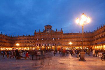 Plaza Mayor mit Rathaus bei Abenddämmerung, Salamanca, Castilla y Leon, Kastilien-Leon, Spanien