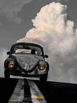 VW Kever - Grijs met kleuraccent geel van Michael Ladenthin