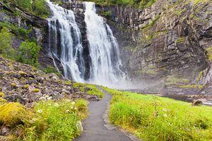 De Skjervsfossen waterval bij Vossevangen in Noorwegen