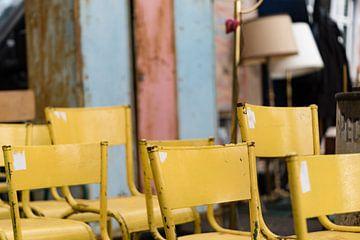 Chaises jaunes sur Luis Henrique
