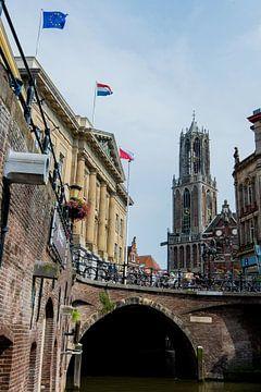 Domtoren en Stadhuis vanaf de werf aan de Oude Gracht, Utrecht van Kaj Hendriks