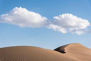Zandduin in de woestijn Dasht-e Kavir in Iran van