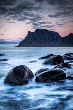 Uttakleiv Beach von Tom Opdebeeck