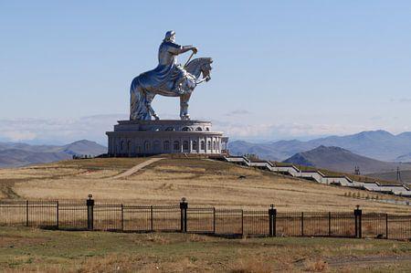 monument khan van Robert Lotman