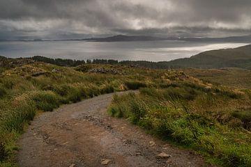 Sandweg zum alten Mann von Storr auf der Insel Skye in Schottland von Anges van der Logt