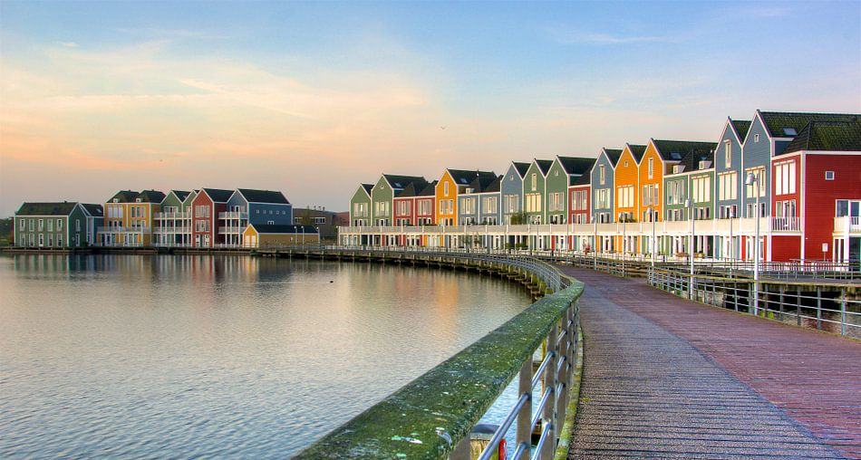 Kleurrijke huizen aan de rietplas in houten van pvdh fotografie op canvas behang en meer - Meer mooie houten huizen ...