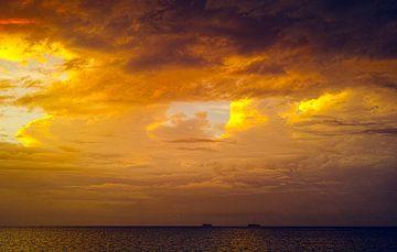 Zonsondergang boven het meer van Nicaragua van Bastiaan Schuit