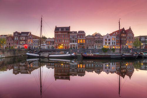 Het pittoreske Delfshaven Rotterdam na zonsondergang van