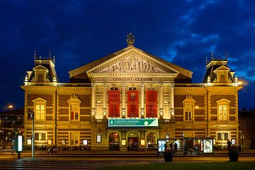 Concertgebouw Amsterdam in het blauwe uur gezien.  van Jean-Paul Opperman