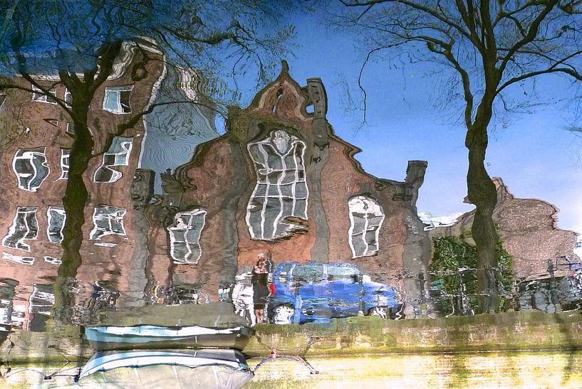 Amsterdam grachten  reflectie van Marianna Pobedimova