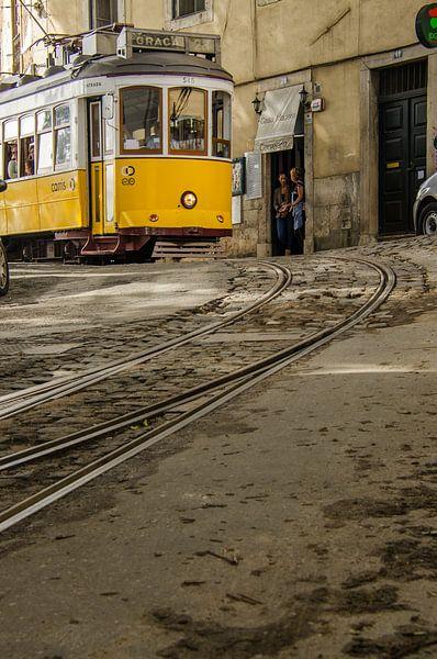 Tram in Lissabon van Eddie Smit