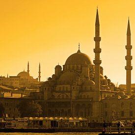 La Mosquée bleue, Sainte-Sophie ou le Grand Bazar de Turquie...entre Orient et Occident, retrouvez une des seule métropole qui se trouve entre deux continents . Istanbul est un puissant pont reliant les parties européennes et asiatiques . Vivez la magie du Bosphore dans l'impression de haute qualité sur toile ou une affiche .