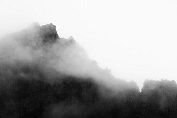 Mist boven bergformatie van Shanti Hesse