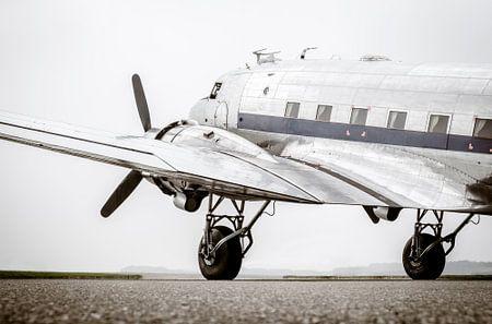 Vintage Douglas DC-3 Propeller Flugzeug bereit zum Start