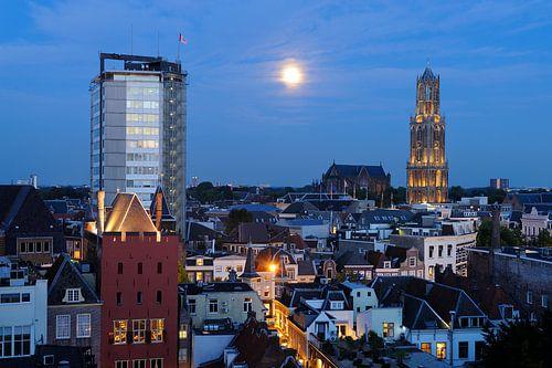 Stadsgezicht van Utrecht met Neudeflat, stadskasteel Oudaen, Domkerk en Domtoren