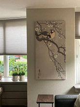Klantfoto: Koolmezen op bloesemtak van Ohara Koson, op canvas