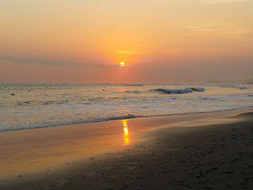 Zonsondergang op Bali van Petra Brouwer