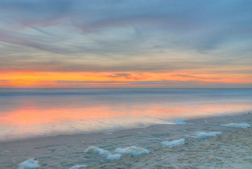 Zonsondergang aan Noordzee kust van Sigrid Klop