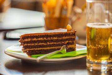 Op een warme zomerdag een stuk heerlijke taart en een koel drankje van Matthias Korn