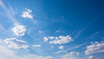 Blue sky with clouds van