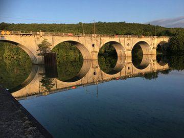 Spoorbrug Liverdun in Spiegelbeeld