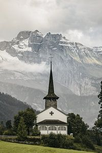 Kerk in Zwitserland (Kandersteg) van Jordy Brada