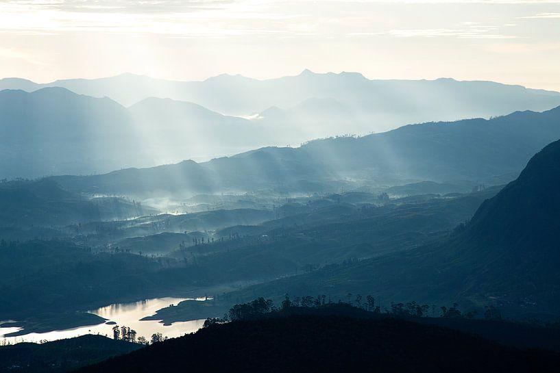 Zonnestralen Sri Lanka van Gijs de Kruijf