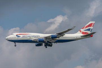 Boeing 747-400 van British Airways tijdens de landing op Londen Heathrow Airport! van Jaap van den Berg