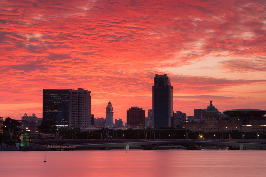 Singapore sky on fire van Ilya Korzelius