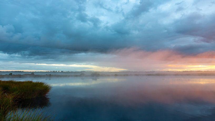 De lucht kleurt roze van Anneke Hooijer