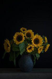 Nature morte avec tournesols dans un vase portrait sur John van de Gazelle