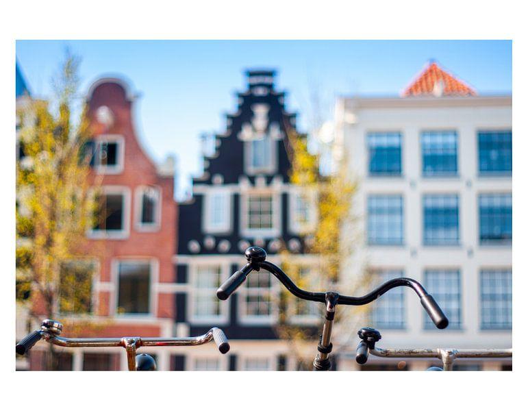 Faire du vélo devant les maisons du canal sur koennemans