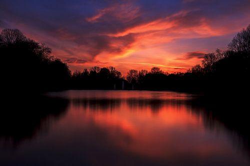 Adembenemende kleurrijke zonsondergang. van