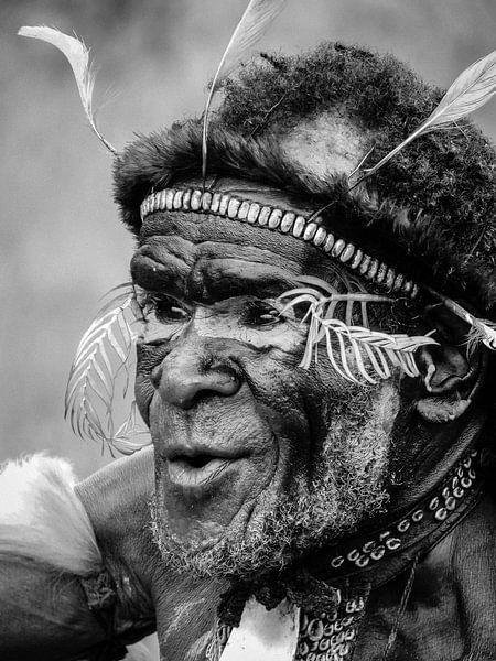 Chief of the Dani Tribe van Global Heartbeats
