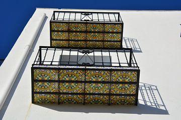 Kleurrijke Portugeze Balkons met azulejos van My Footprints