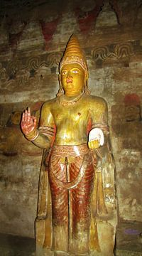 Buddha in Dambulla, Sri Lanka van Rietje Bulthuis