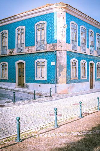 Blauw huis in Silves, Portugal van Antoine Ramakers