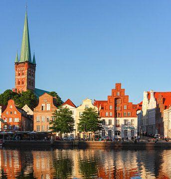 Petrikirche, Obertrave, Abendlicht, Altstadt, Lübeck, Deutschland