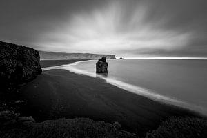 Kirkjufjara zwarte zand strand van