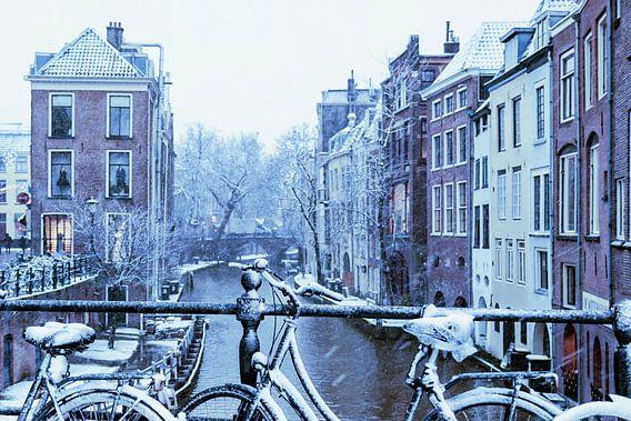 Besneeuwde fietsen in Utrecht