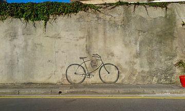 fiets op muur getekend van Jolanda Post