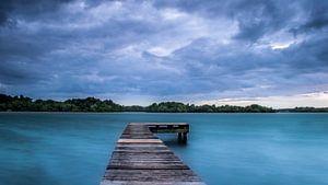 De steiger in het meer van