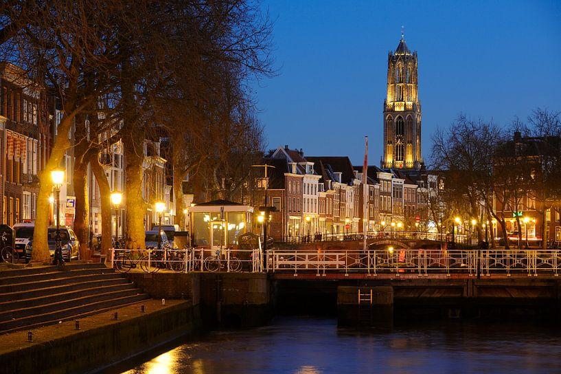 Weerdsluis, Oudegracht en Domtoren in Utrecht von Donker Utrecht