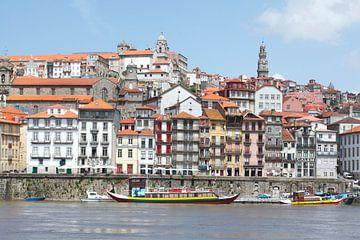 Ribeira oude stadswijk aan de Douro rivier, Porto, Porto district, Portugal, Europa van Torsten Krüger
