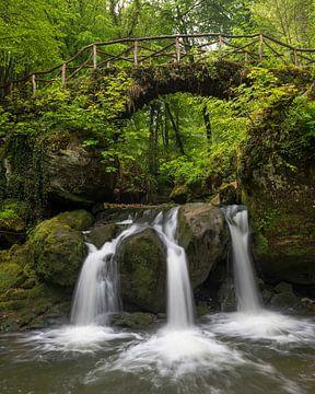 Luxemburg, Brücke und Wasserfall von Edwin Kooren