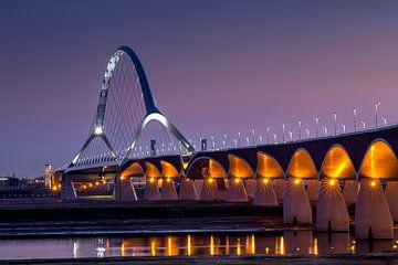 De Oversteek brug bij Nijmegen van Adelheid Smitt